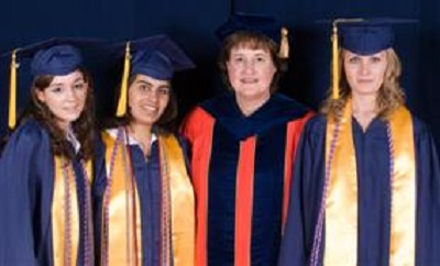 2007 Fellow of the year: Lorna Finnegan with graduating Honors College Students